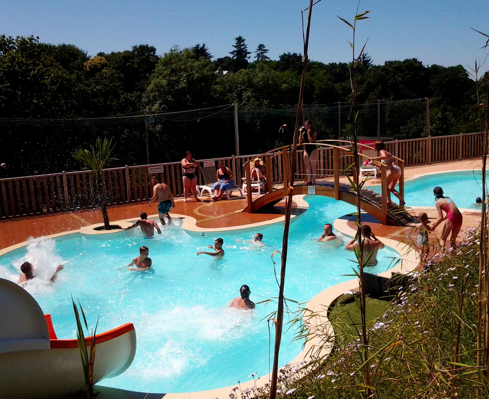Camping bretagne avec piscine couverte chauff e camping for Camping la piscine bretagne