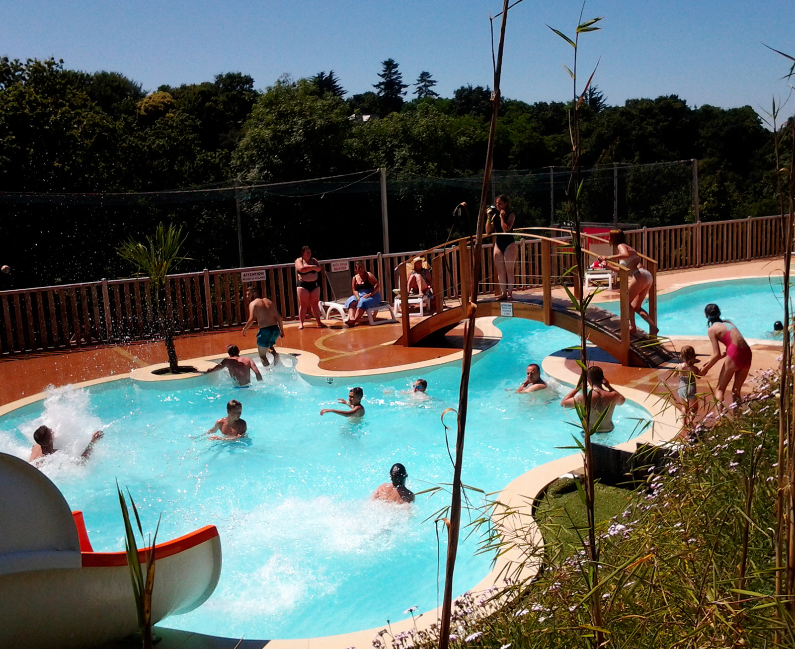 Camping en bretagne avec piscine couverte camping c tes for Camping guerande avec piscine